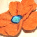 Brosa handmade – fetru – portocaliu-maron