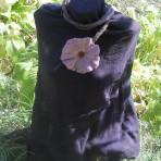 Colier handmade – floare roz